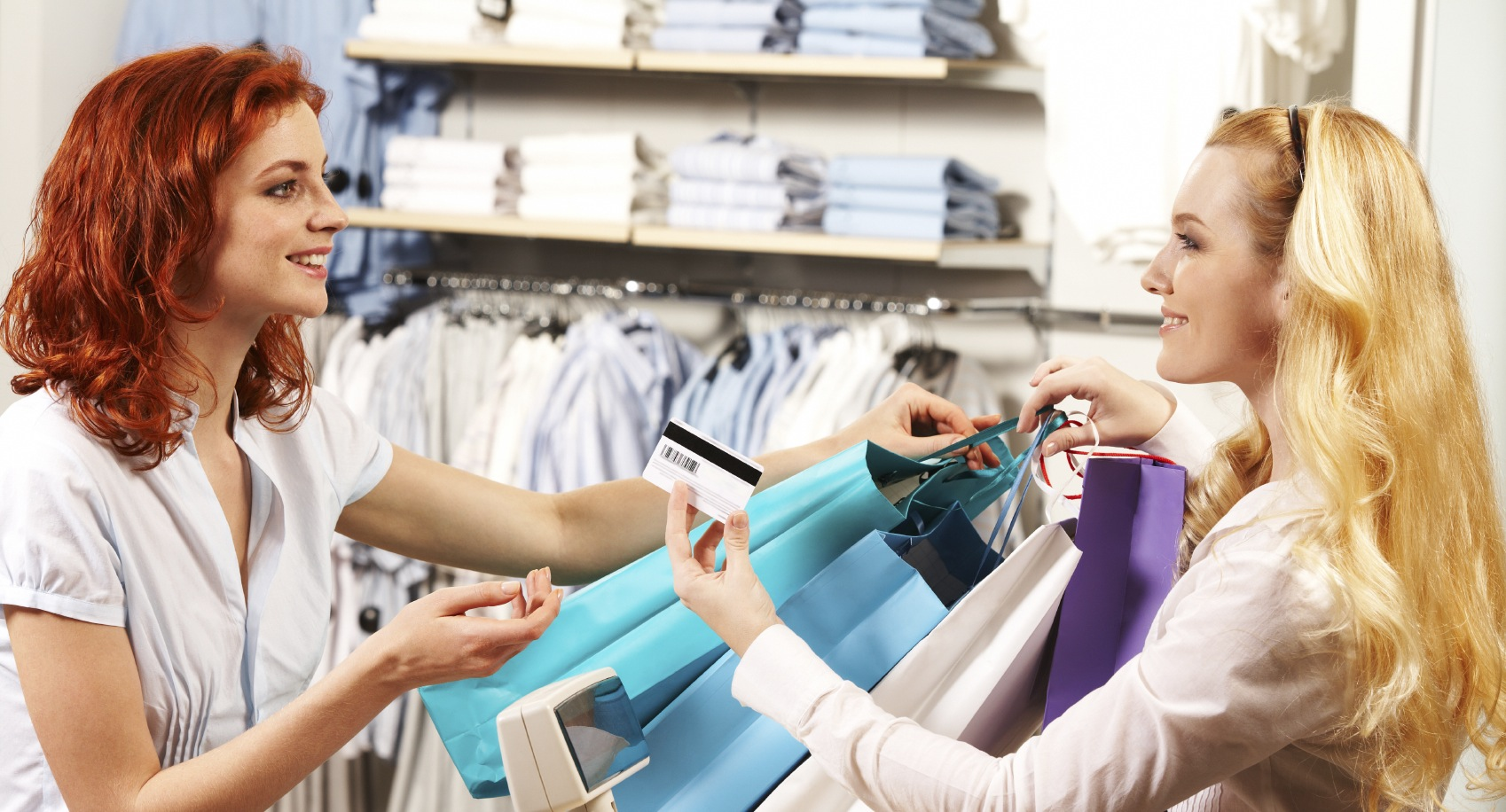 reasons for holiday shopping in stores the happy shopper istock 000011171300 medium
